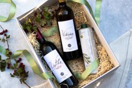 Giftset wijn met Liatiko rood, Vidiano wit en 750 ml olijfolie Manolakis