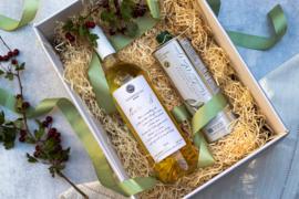 Kerstpakket 500 ml olijfolie en fles Pentozali witte wijn 750 ml