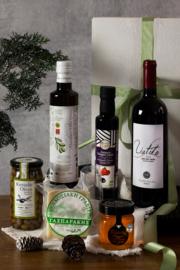 Kerstpakket wijn met Liatiko rood, 500 ml olijfolie, 250 ml Blasamico, 250 ml wilde tijmhoning, 300 gr Graviera schapenkaas en pot olijven van 285 gr