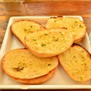Knoflookbrood met olijfolie