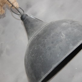 Landelijke, stoere/ industriële lamp