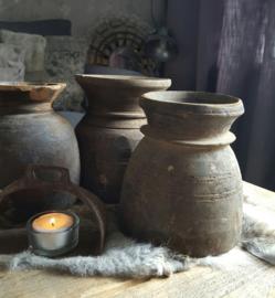Klein nepalees kruikje