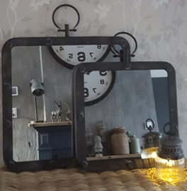 Stoere spiegel