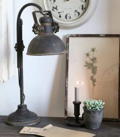 Sobere staande tafellamp