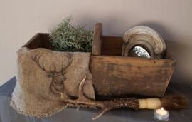 Oude houten graanbak