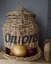 Onions rotan bewaarmand
