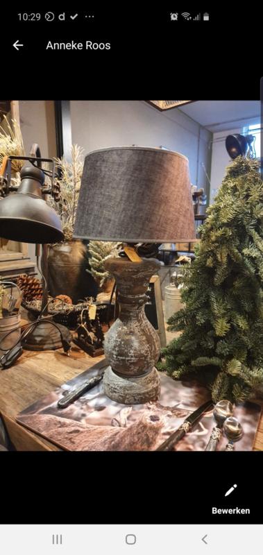 Lamp, kaarsenstandaard, kaarsen en lampje
