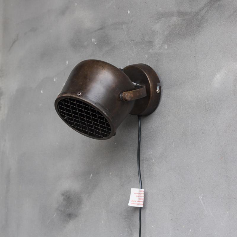 Wandlamp met metalen rooster