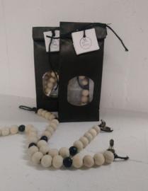 Perlenkette in Geschenkverpackung  schwarz 4 St.