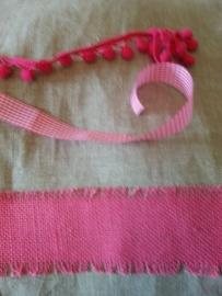 Stoere linnen gordijnen naturel met fuchia rose jute band.