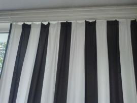 Zwart /wit streep.