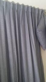 Gordijnen grijs met wit stipje
