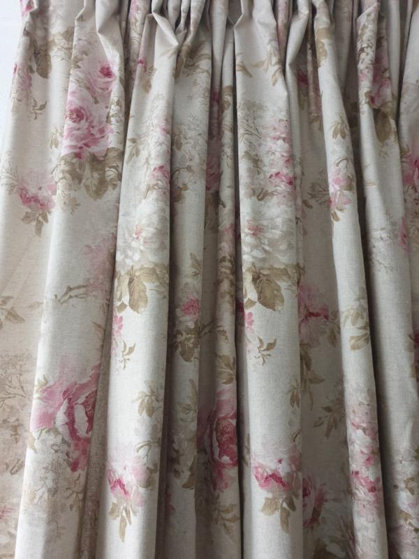 Gordijnen linnenlook met Engelse roos