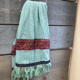 Mintgroene Ibiza sjaal met bedeltjes en kwastje