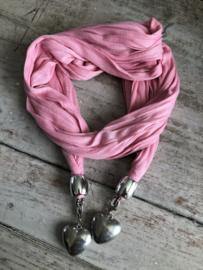 Roze sjaal met zilverkleurige harten