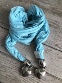 Blauwe sjaal met zilverkleurige harten