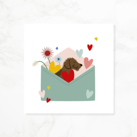 Wenskaart teckel Frits - Envelop vol liefde (blanco)