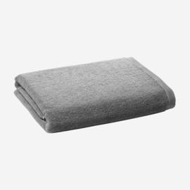 VIPP 104: badhanddoek 135 cm x 75 cm, zwart of grijs