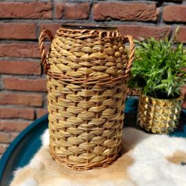 Vintage glazen vaas bekleed met zeegras/ riet en handvatten