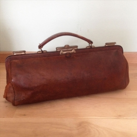 """Vintage koffers en tassen """"reeds verkocht"""""""