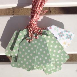 Prijs kaartjes( tags) groene stip met lichte gebloemde achterzijde M