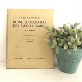 Vintage Kleine schoolatlas der gehele aarde, J.B. Wolters- Groningen-Djakarta 1956