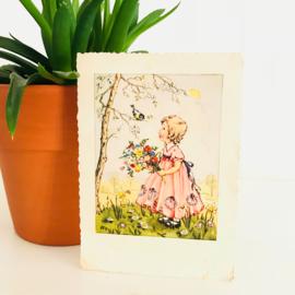 Vintage ansichtkaart uit de jaren '60; Meisje met bos bloemen
