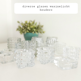 Huren:  Set van 10 stuks glazen waxinelichthouders assorti