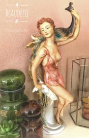 """""""Vintage"""" porseleinen beeld; dame met pauw op de schouder"""