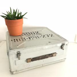 vintage metalen leger-koffer uit het voormalig Oostblok nr. 1