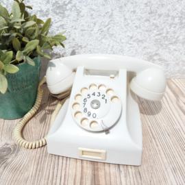 Vintage witte bakelieten telefoon  van de PTT(Ericsson)