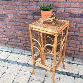 Vintage bamboe/ rotan kruk c.q. plantentafel