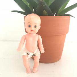 """Vintage popje  """"luier""""met opslaande ogen en bewegende armen en benen, 15,5 cm"""