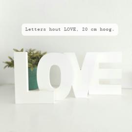 """Huren:  Letters """"LOVE"""" in hout, 20 cm hoog"""