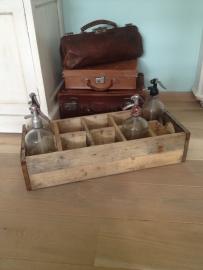 Vintage kist voor bijvoorbeeld spuitflessen