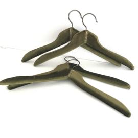 Vintage kledinghangers met groen fluweel  (4x)