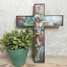 """Vintage houten kruis """"Jezus"""" in Opaline glas van de gebroeders van Paridon"""