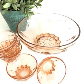 Vintage bowl set van 1 grote schaal, 10 schaaltjes en 6 glaasjes, persglas uit jaren '50