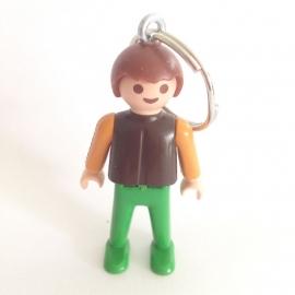 Sleutelhanger Playmobil jongetje bruin shirt of paar vest