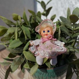 """Vintage """"lucifer""""popje in jurk roze /wit, El Greco, beandoll, '70's"""