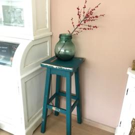 Vintage houten kruk gerestyled in een hedendaagse kleur