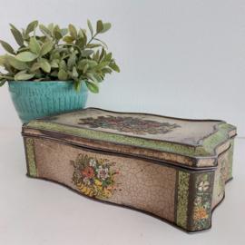 Vintage blik langwerpig met reliëfbloemen nr. 2