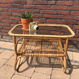 Vintage bamboe/  rotan tafeltje met glazen blad