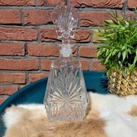 Vintage geslepen karaf met glazen stop