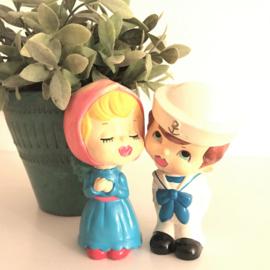 Vintage kussende poppetjes, meisje en matroos ( bobblehead dolls)