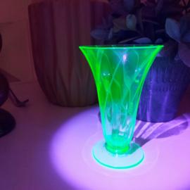 Vintage kelk vaasje in anna groene kleur,  vasaline/uraniumglas