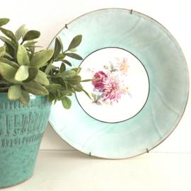 Vintage (wand)bord met prachtige turqoise blauwe rand en bloem motief