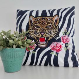 Sier Kussen zebra print met tijger borduur