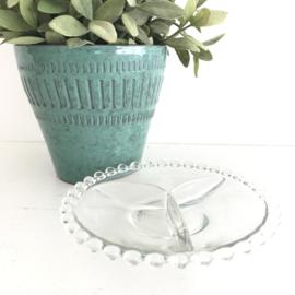 Vintage glazen  serveer schaaltje bobbeltjes aan de rand
