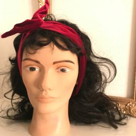Haarbanden met ijzerdraad uit eigen atelier